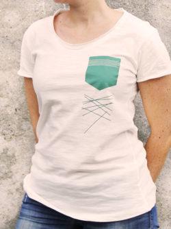 T-shirt pour femme avec un motif représentant un poche vertes avec des lignes tombantes