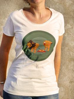 T-shirt pour femme avec un motif représentant un lion en pixel entouré dans des rond kakis