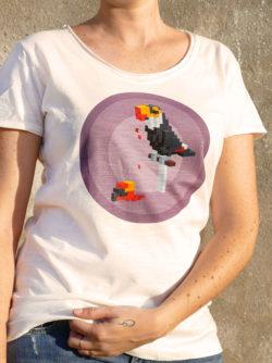 T-shirt pour femme avec un motif représentant un toucan en pixel entouré dans des rond violets