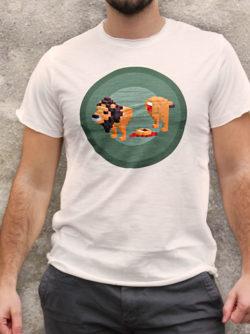 T-shirt pour homme avec un motif représentant un lion en pixel entouré dans des rond kakis