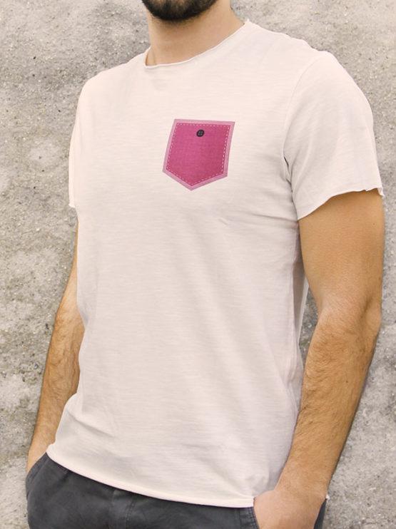 T-shirt pour homme avec un motif représentant un poche rose avec un bouton