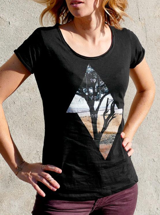 T-shirt pour femmes avec un motif savane dans des triangles