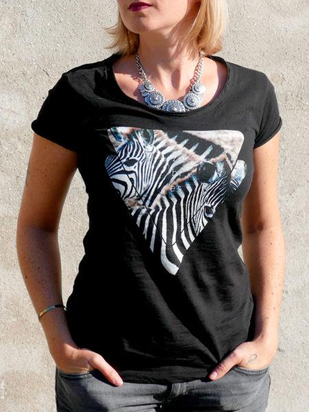T-shirt pour femmes avec un motif zèbres dans des triangles