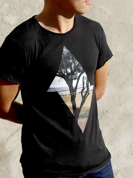 T-shirt pour hommes avec un motif savane dans des triangles