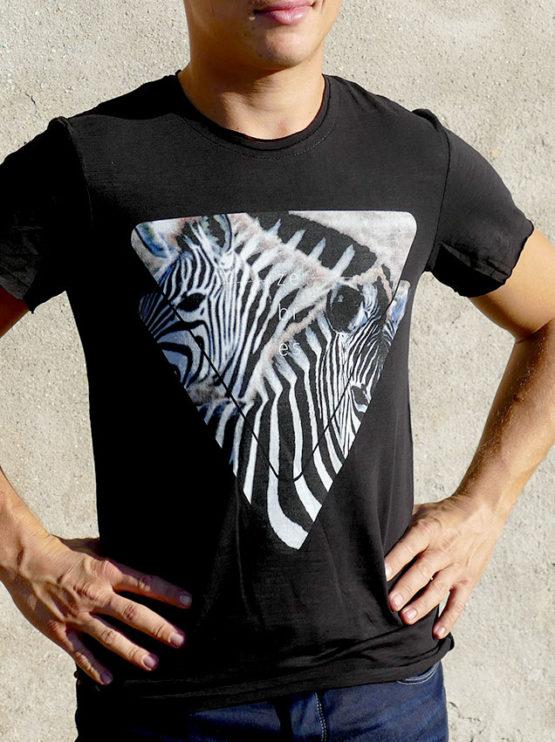 T-shirt pour hommes avec un motif zèbres dans des triangles