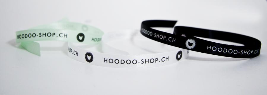 bracelets en tissu avec les couleurs de la marque