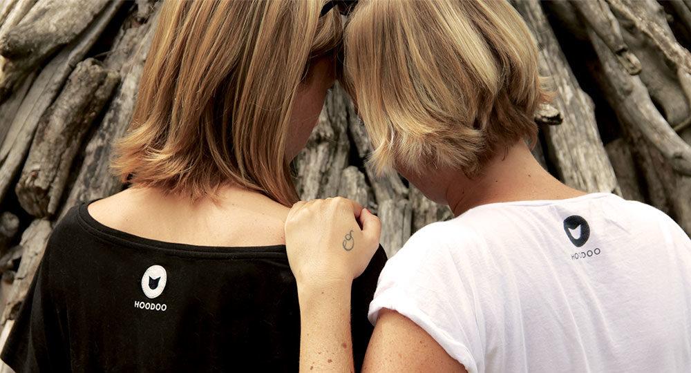 photo des deux soeurs créatrices de la marque hoodoo